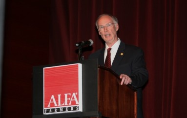 Bentley Addresses Crowd at Alabama Farmers Federation Annual Meeting