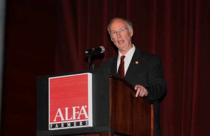 Bentley Addresses Crowd at Alabama Farmers Federation Annual Meeting