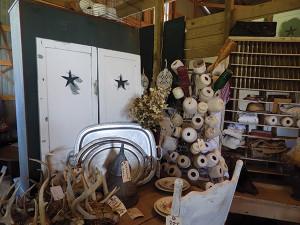 Vintage pickin barn sale
