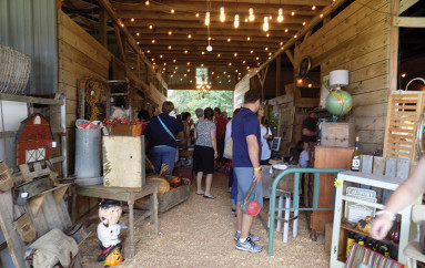 Vintage pickin' barn sale