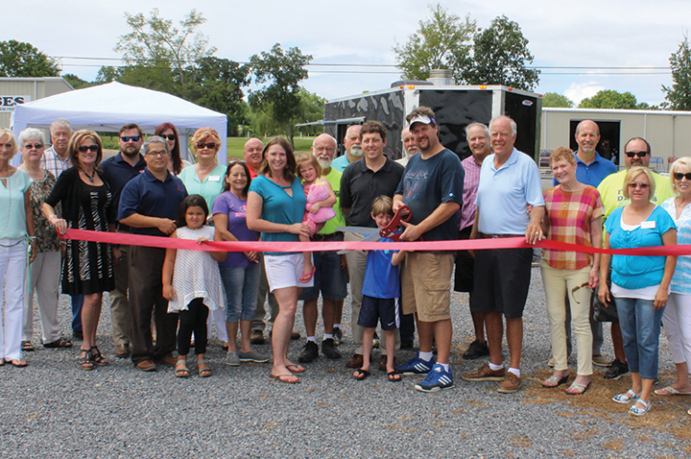 New restaurant in Rainsville, Roadside Que, hosts ribbon cutting