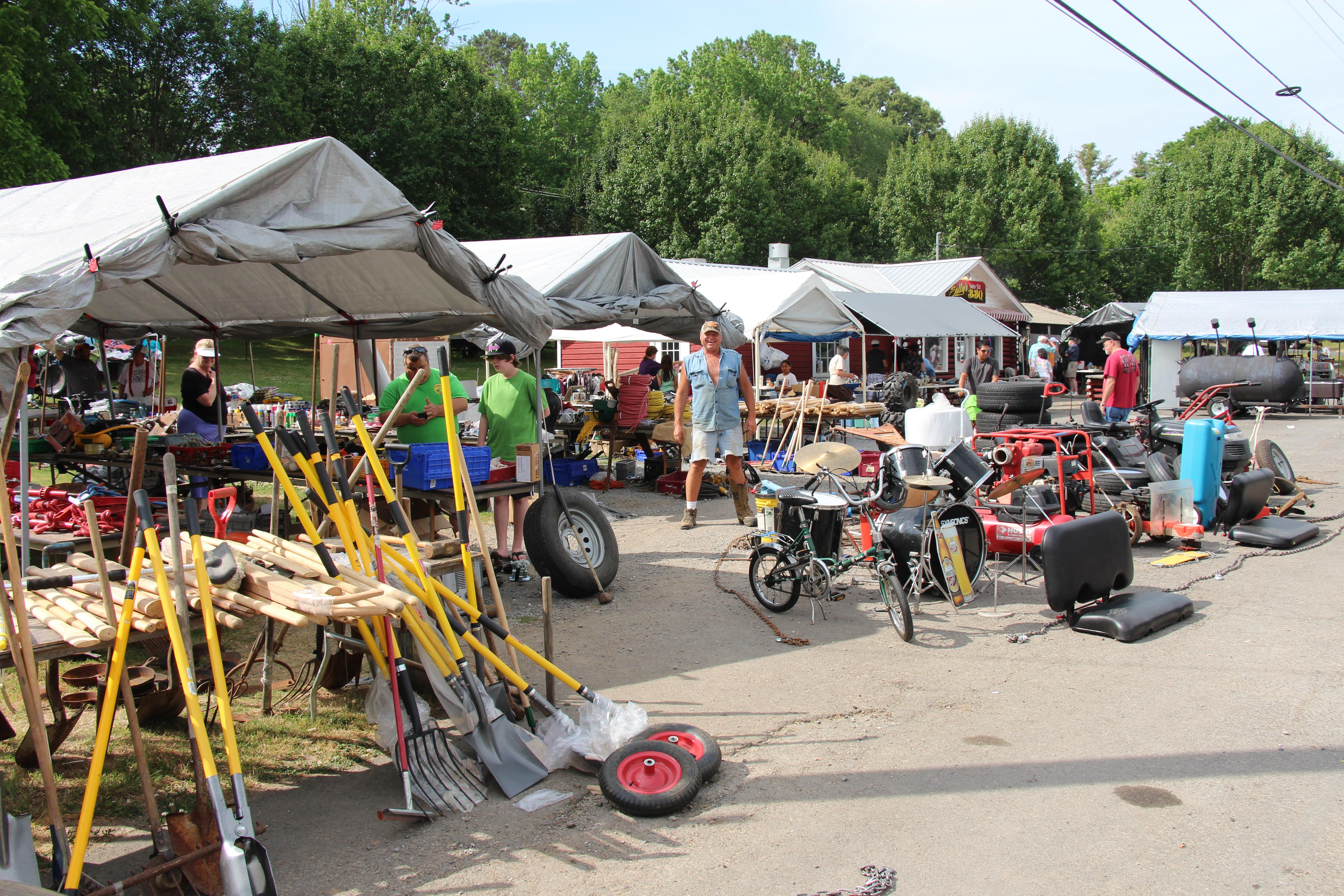 World's Longest Yard Sale kicks off in DeKalb on Thursday