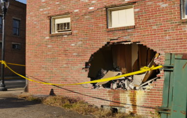 Man steals beer, crashes into building in downtown Fort Payne