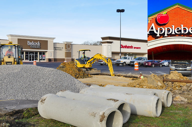 Workers break ground on new Applebee's location