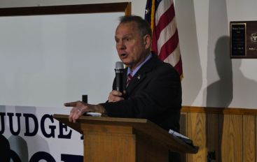 VIDEO: Roy Moore holds campaign rally in Henagar