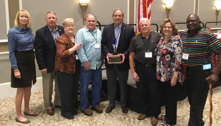 Senator Steve Livingston (R – Scottsboro) receives award from the AARC