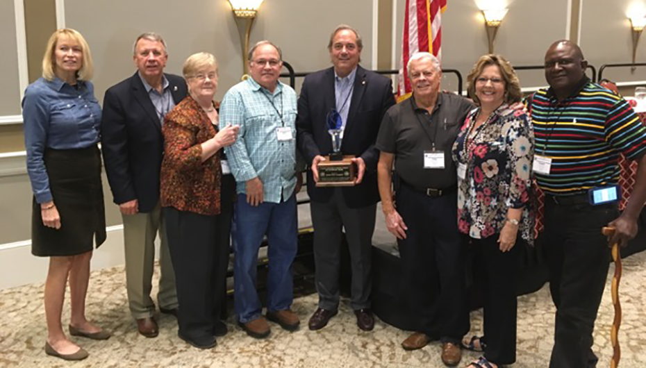 Senator Steve Livingston (R - Scottsboro) receives award from the AARC