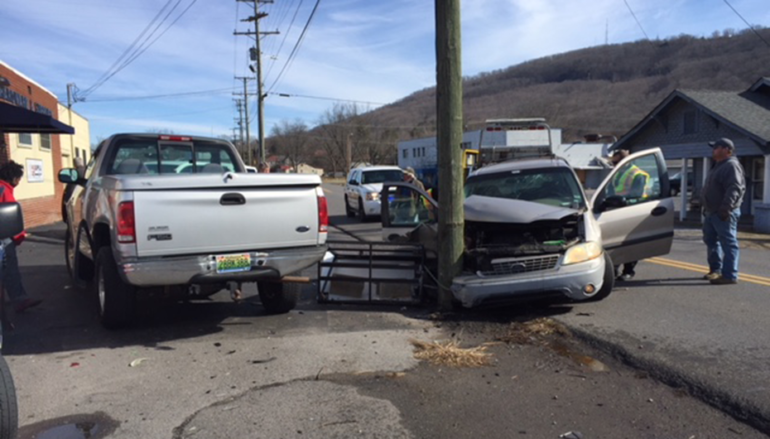 Two in custody after wreck in Fort Payne