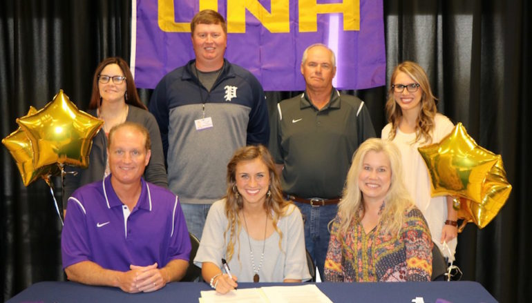 Graham signs with UNA