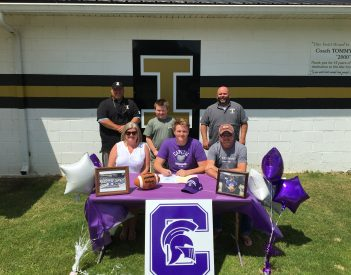 Holt Signs with Capital University