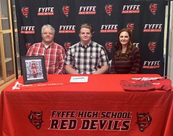 Lyles Signs with UWA